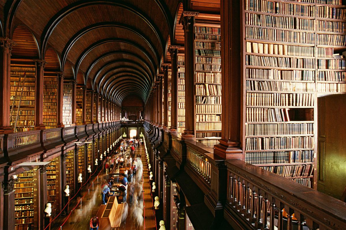 6. Ирландская культура оказала большое влияние на английскую литературу, а такие писатели как Джеймс Джойс и Оскар Уайльд получили международное признание и известность. Ирландия насчитывает пять лауреатов Нобелевской премии по литературе. Это Джордж Бернард Шоу, Уильям Батлер Йейтс, Юджин О'Нил, Хини и Сэмюэл Беккет.