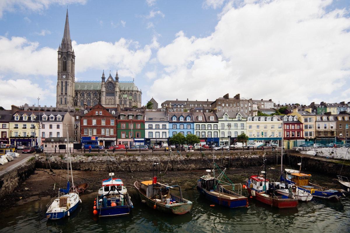 9. Порт Коб расположен в графстве Корк на юге Ирландии. Там же расположен Собор Святого Колмана.
