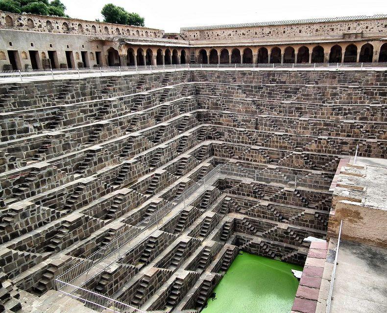 4. Колодец обеспечивал водой жителей на протяжении нескольких веков, пока не были введены в эксплуатацию современные системы подачи воды.