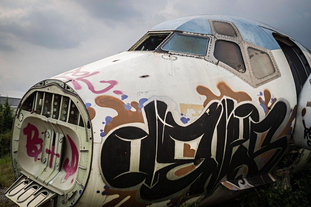 12. Среди множества фюзеляжей выделяются Boeing 747 и McDonnell Douglas MD-82.