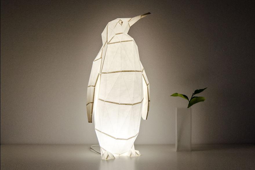 4. Высокий императорский пингвин, которого можно использовать в качестве торшера.