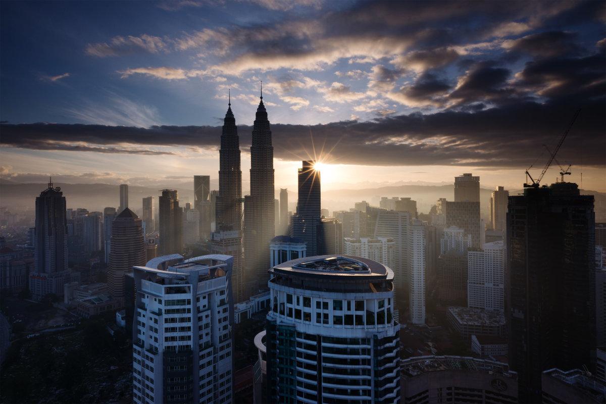 1. Куала-Лумпур – столица Малайзии и самый густонаселенный город в стране. Население – свыше 1.5 миллиона человек.