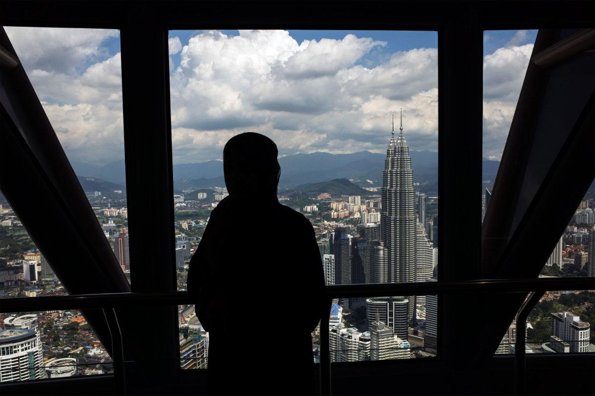 8. Смотровая площадка в Куала-Лумпур. Справа можно видеть башни-близнецы Петронас, которые возвышаются над всеми остальными зданиями столицы.
