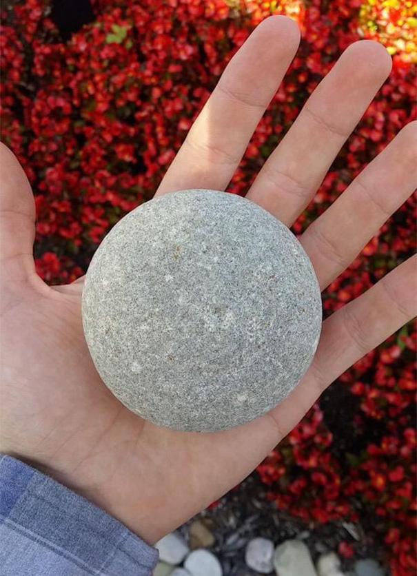 14. Камень идеальной формы.