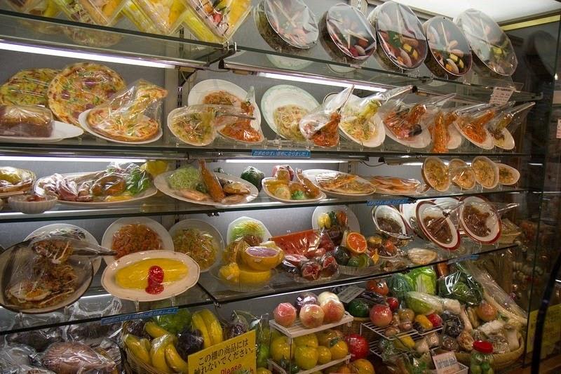 3. Через несколько лет один из ресторанов в Токио решил использовать муляжи еды для привлечения посетителей и с тех пор идея прижилась.