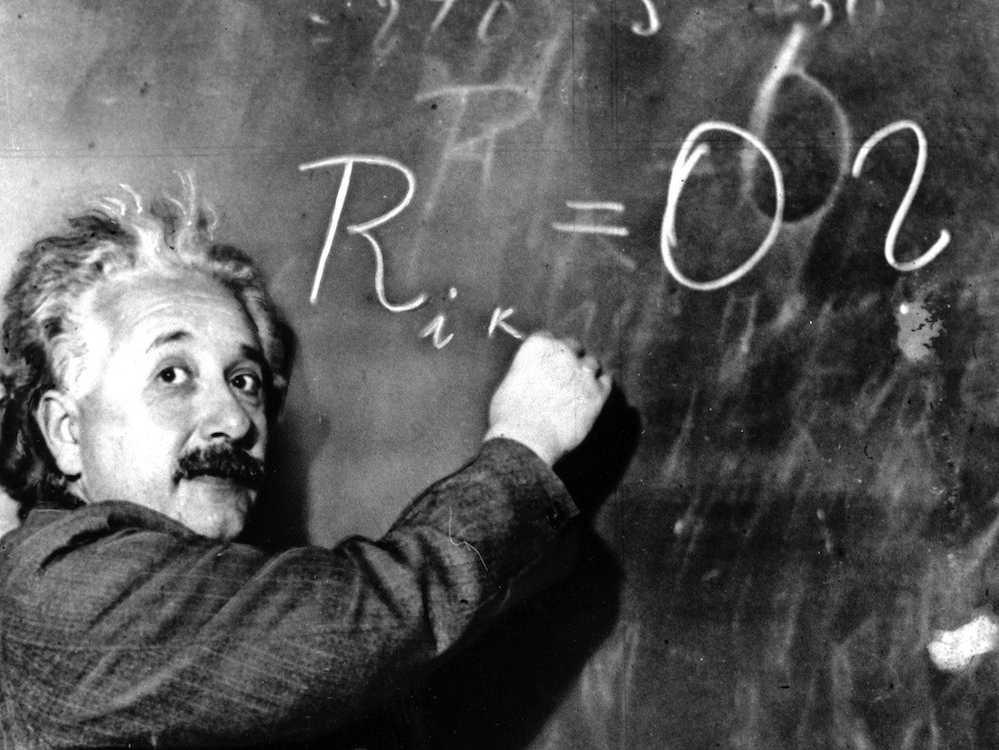 8. В детстве, Альберт Эйнштейн имел трудности в общении, а также проблемы с обучением по традиционной программе.