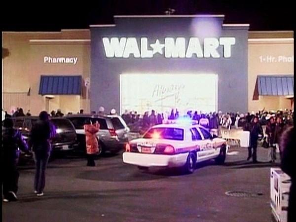 1. Затоптанный насмерть работник Wal-Mart.