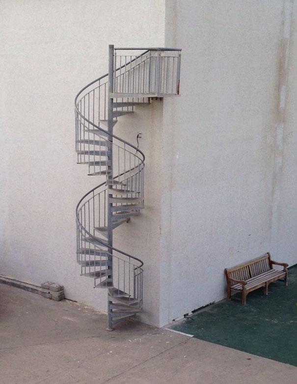14. Лестница ведущая в никуда.