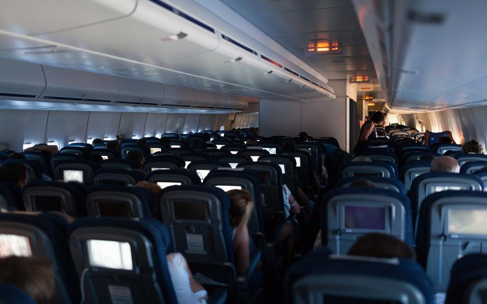 4. Во время ночной посадки в салоне приглушается освещение на случай аварийных ситуаций.