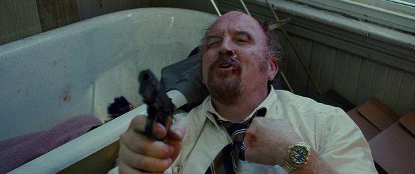 2. В фильме Афера по-американски Стоддард Торсен носит Rolex, выпущенный в 2010 году, хотя фильм про 70-е.
