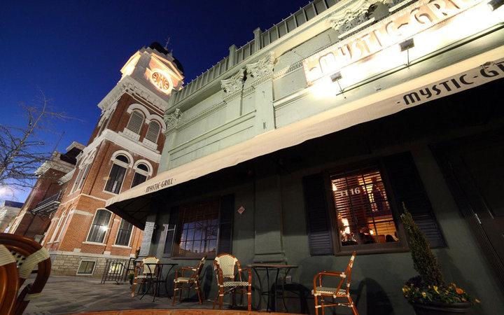 7. «Дневники вампира»: бар Mystic Grill, Ковингтон, штат Джорджия, США.