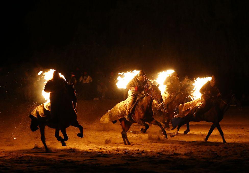 9. Сентябрь. Всемирные игры кочевников в Кыргызстане. Море огня, борьба, стрельба из лука и скачки на лошадях.