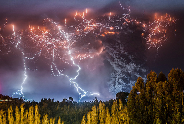 6. Грязьові грози. З'являються у вулканічному шлейфі.