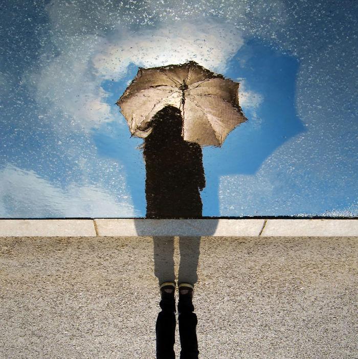15. Девушка с зонтом.