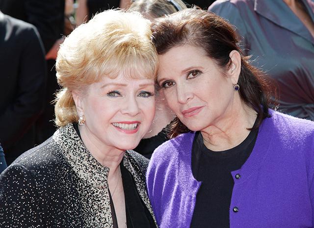 4. Кэрри Фишер с матерью Дебби Рейнольдс.