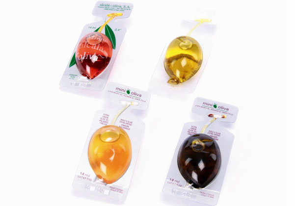 11. Миниатюрные упаковки оливкового масла разных сортов.
