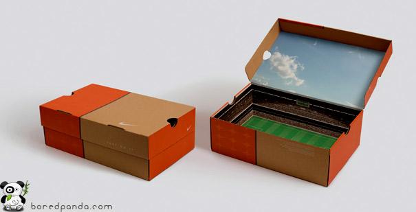 22. Коробка обуви Nike со стадионом внутри.
