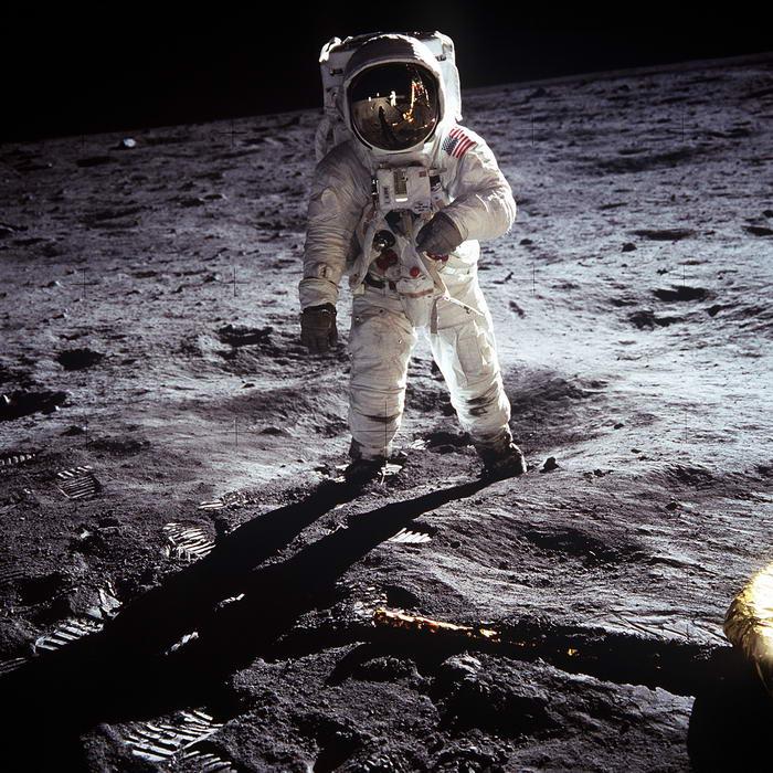 10. Космическая программа «Аполлон».