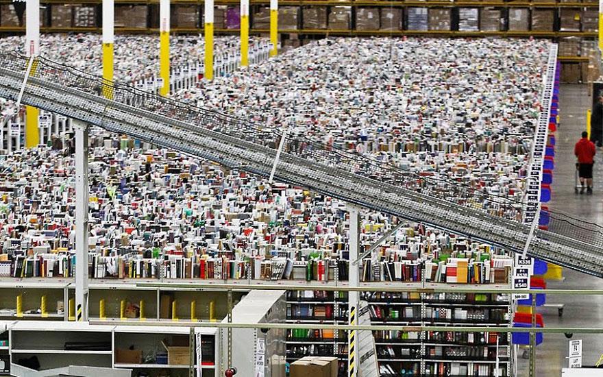 4. Всего на складах трудится более 50 тысяч работников, чтобы справиться с огромным потоком заказов.