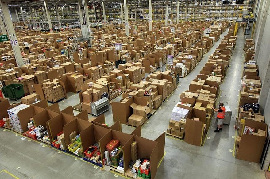 6. Сохраняя случайный порядок расположения товаров на складе, не происходит никакой путаницы. Рабочие очень легко находят местоположение нужного товара. Как только позиция найдена, она еще раз проверяется и только после этого готовится к отправке.