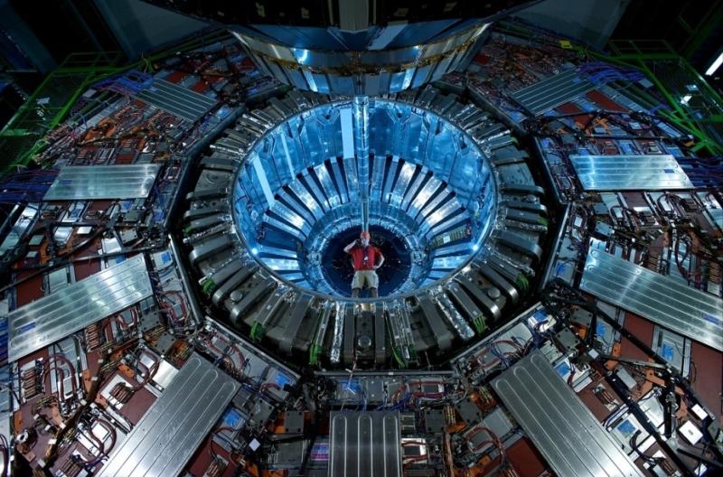 16. Большой адронный коллайдер.
