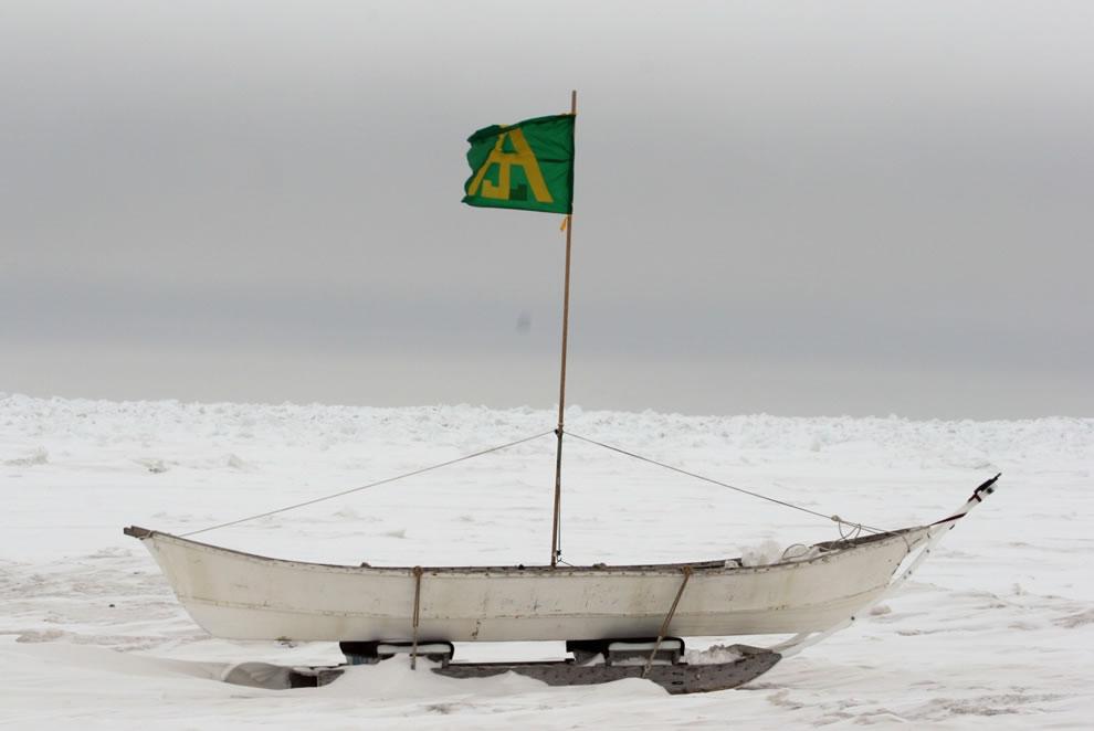13. Китобойная лодка эскимосов.