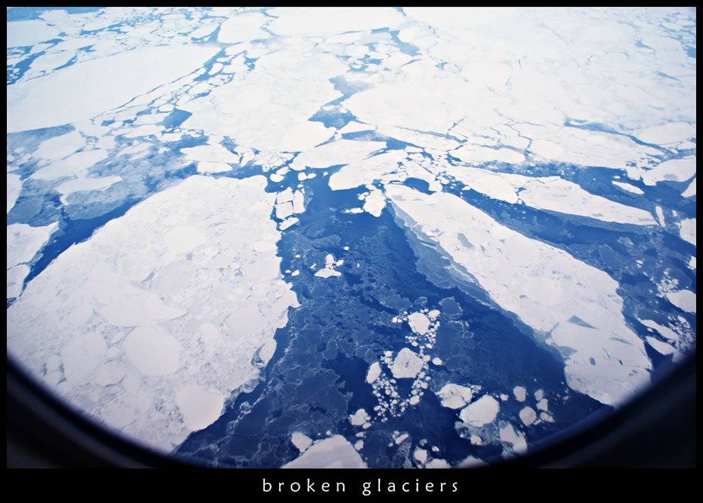 9. Разорванные ледники, которые можно видеть пролетая над Арктикой.