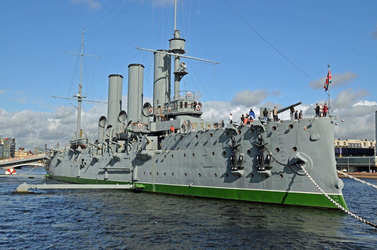 12. Узнайте все о военной истории России в музее внутри крейсера Аврора.
