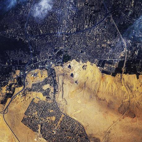 1. Комплекс пирамид Гизы в Египте.
