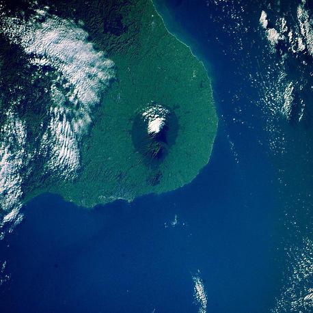 2. Вулкан Таранаки, Новая Зеландия.
