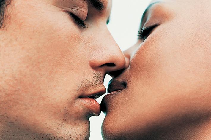 10. Аллергия на поцелуи.