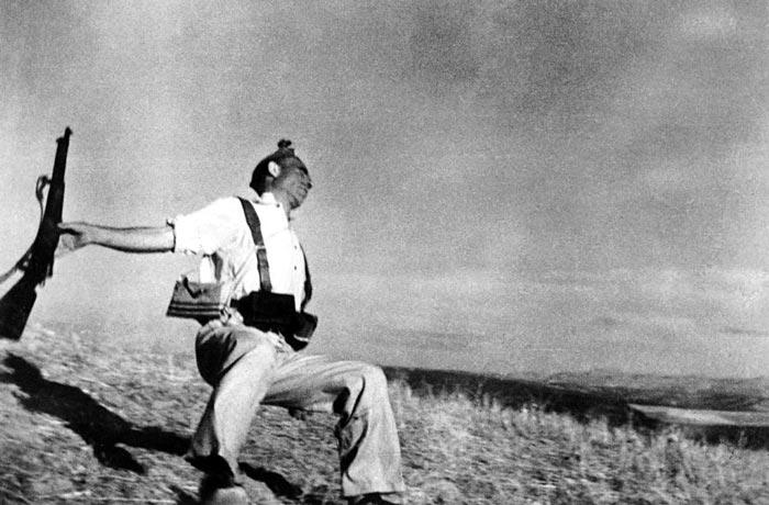 12. Смерть республиканца, Роберт Капа, 1936.