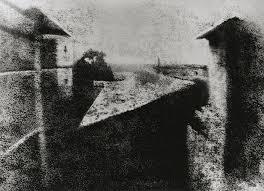 8. Вид из окна в Ле Гра, Жозеф Нисефор Ньепс, 1827 год. Считается первой в мире фотографией снятой с натуры.