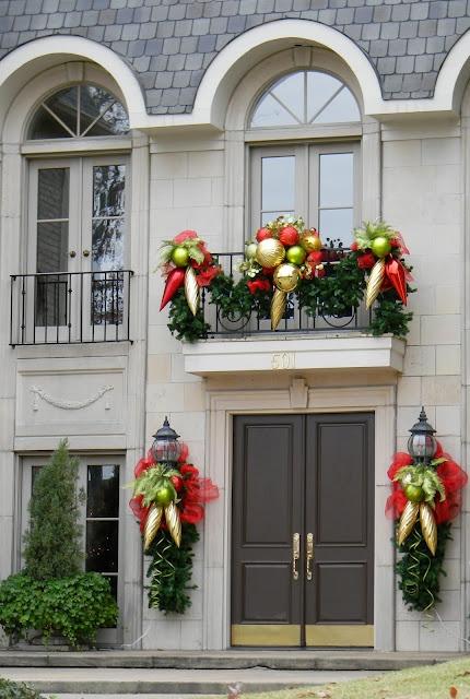 10. И тем не менее можно отдать дань традиции и подобрать традиционную цветовую гамму – зеленый и красный.