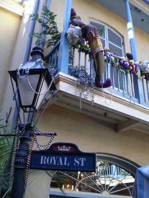 17. Персонажи также могут украсить ваш балкон. От деда-мороза, до оленей и эльфов.