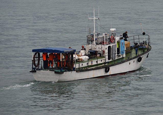 8. В поиске задействованы более 3000 человек, 27 судов, 37 водолазов, четыре вертолета, а также дроны.