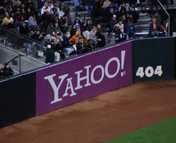 2. Не ясно, это чья-то шутка или намеренный ход. Но получилась скорее антиреклама Yahoo на спортивном матче. Для справки - ошибка 404 или Not Found («не найдено») — стандартный код ответа HTTP о том, что клиент был в состоянии общаться с сервером.