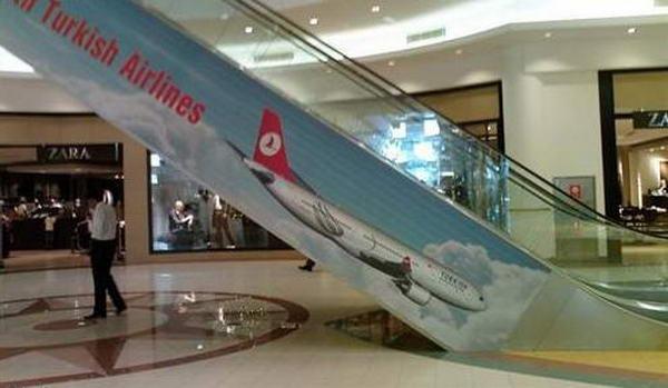 4. Турецкие авиалинии. В самой рекламе нет ничего такого, но вот ее расположение заставляет всерьез задуматься об пользовании услугами этого авиаперевозчика, где самолеты стремятся вниз, а не вверх.