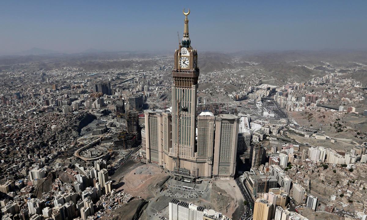 1. Абрадж аль-Бейт – самая большая и самая высокая башня с часами в мире. Саудовская Аравия. Эта часовая башня побила несколько мировых рекордов. Она была открыта в 2011 году и на данный момент является самой высокой часовой башней в мире.
