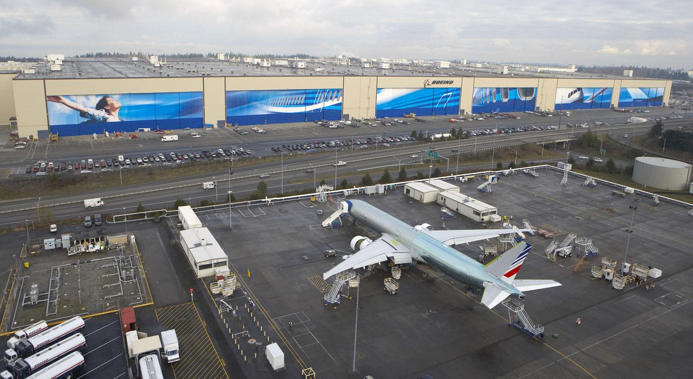 5. Крупнейшая фабрика - Boeing Everett Factory, Эверетт, штат Вашингтон. На этом заводе собирают самолеты Boeing. Кстати, ежедневно завод проводит 90-минутные экскурсии.