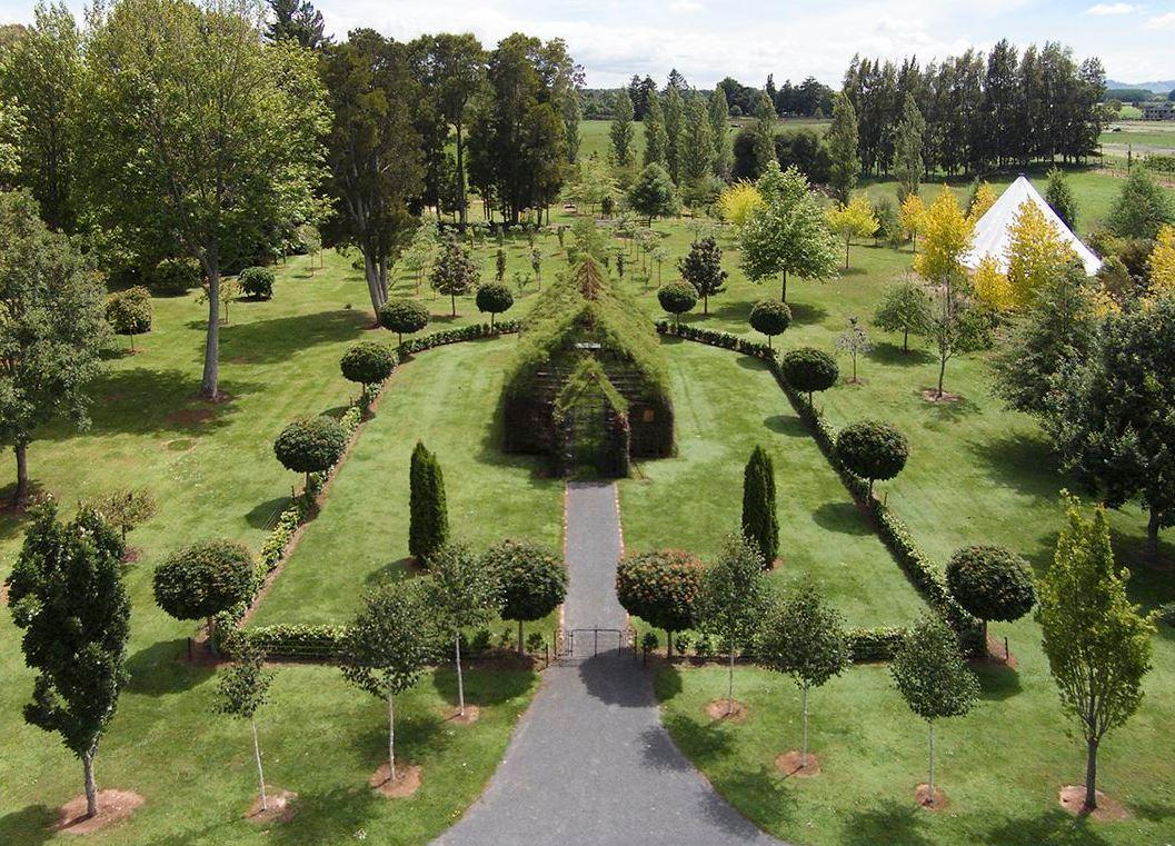 1. Перед вами изумительная работа компании садовода Барри Кокса.