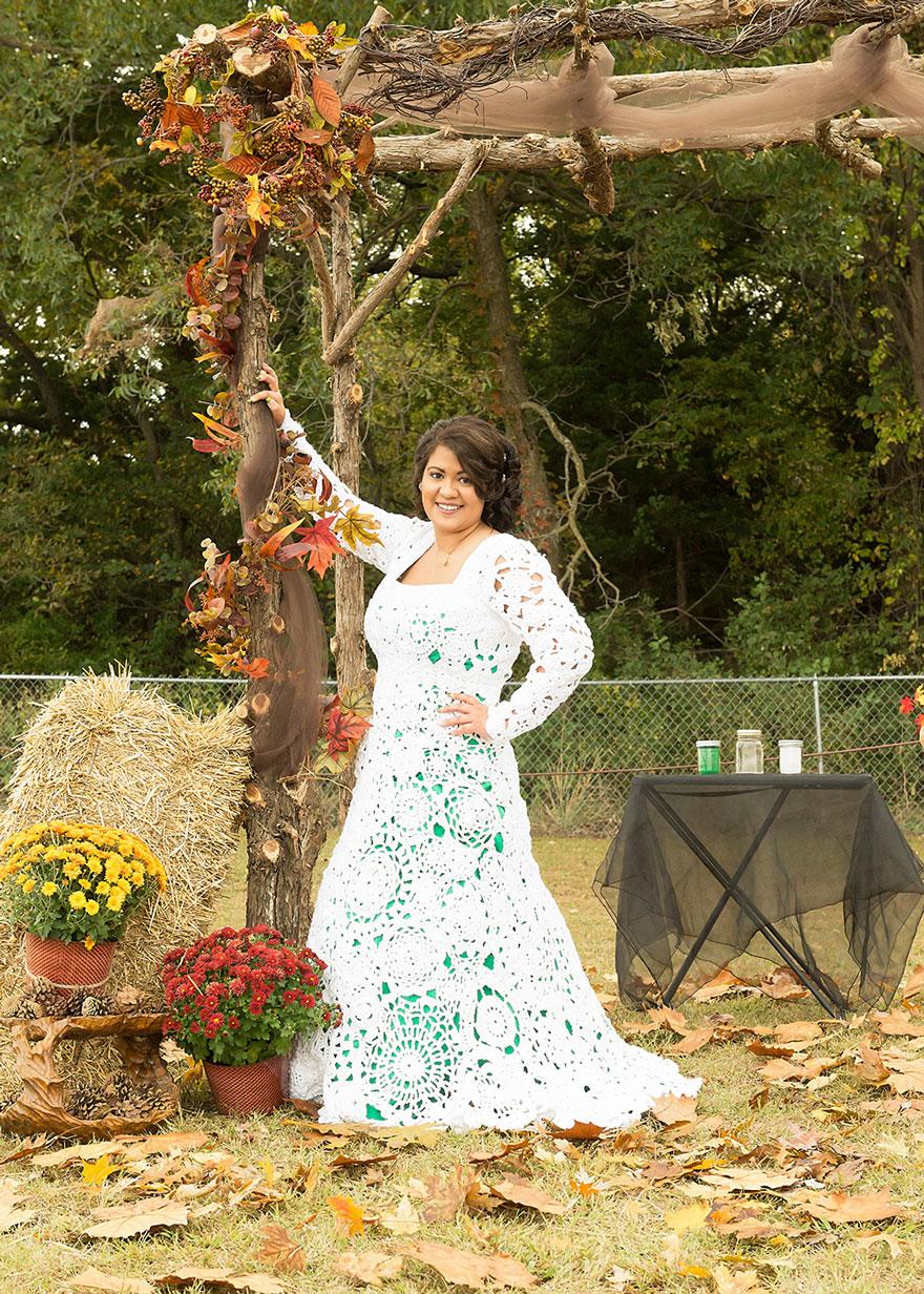 2. Она искала свадебное платье в ретро-стиле, но все, что ей нравилось, стоило более $ 1000.