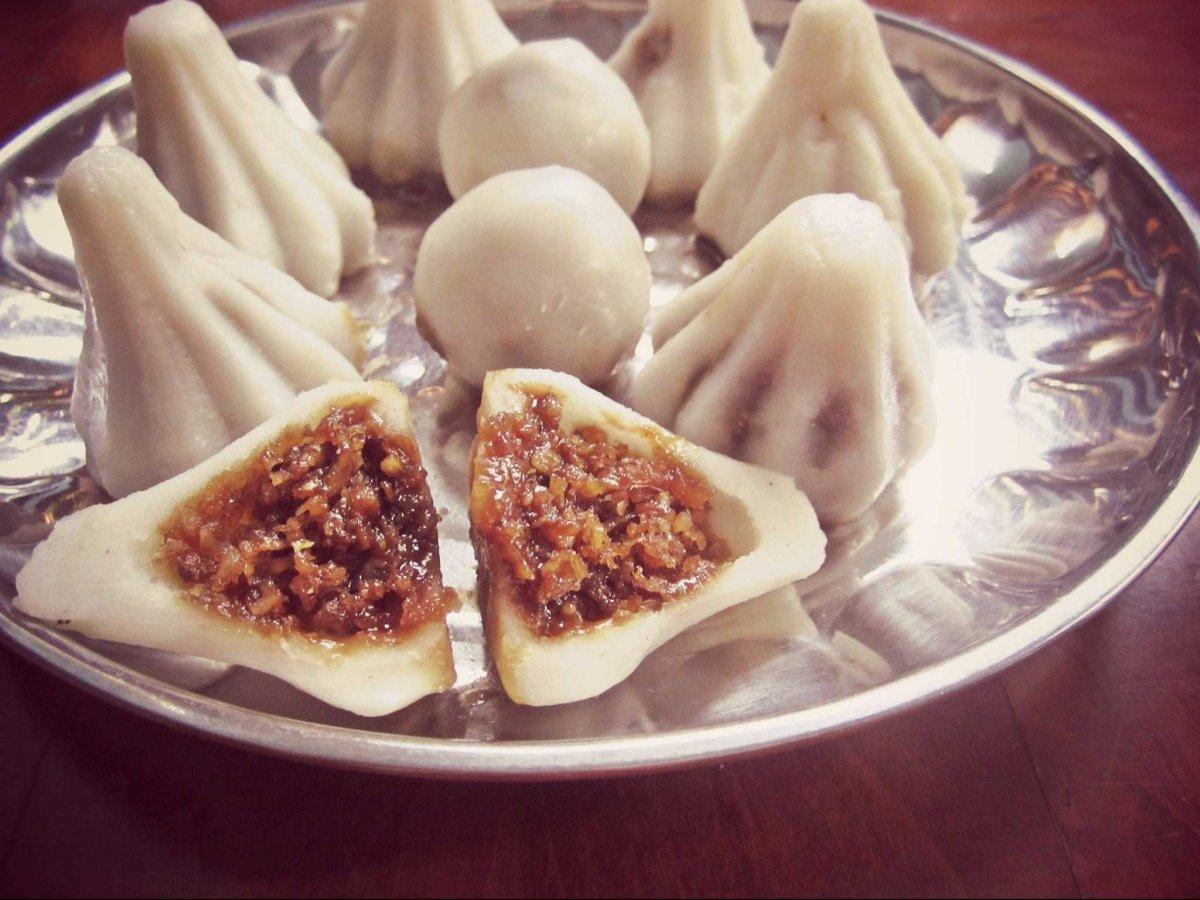 13. Индия, модак. Сладкий модак подают в на фестивале Ганеша. Тесто из рисовой муки и начинка из кокоса и тростникового сахара.