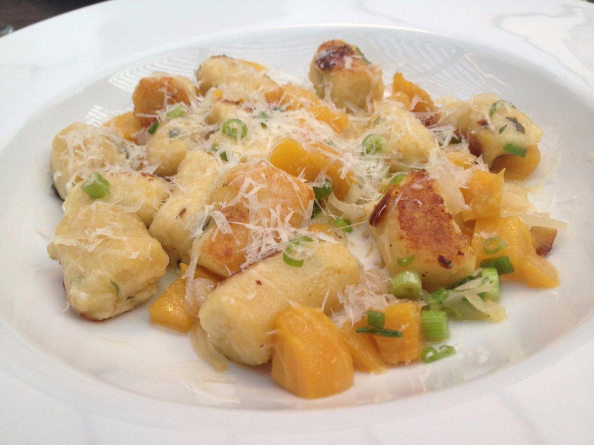 14. Италия, ньокки. Представляют собой по особому приготовленный картофель в соусе.