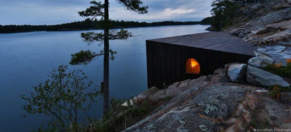 2. Но канадская архитектурная фирма Partisans создала сауну-шедевр.