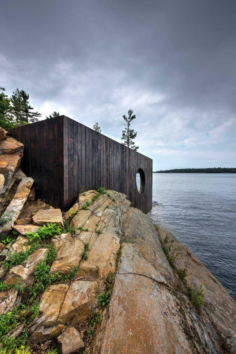 3. Эта сауна построена на частном острове к северу от Торонто.