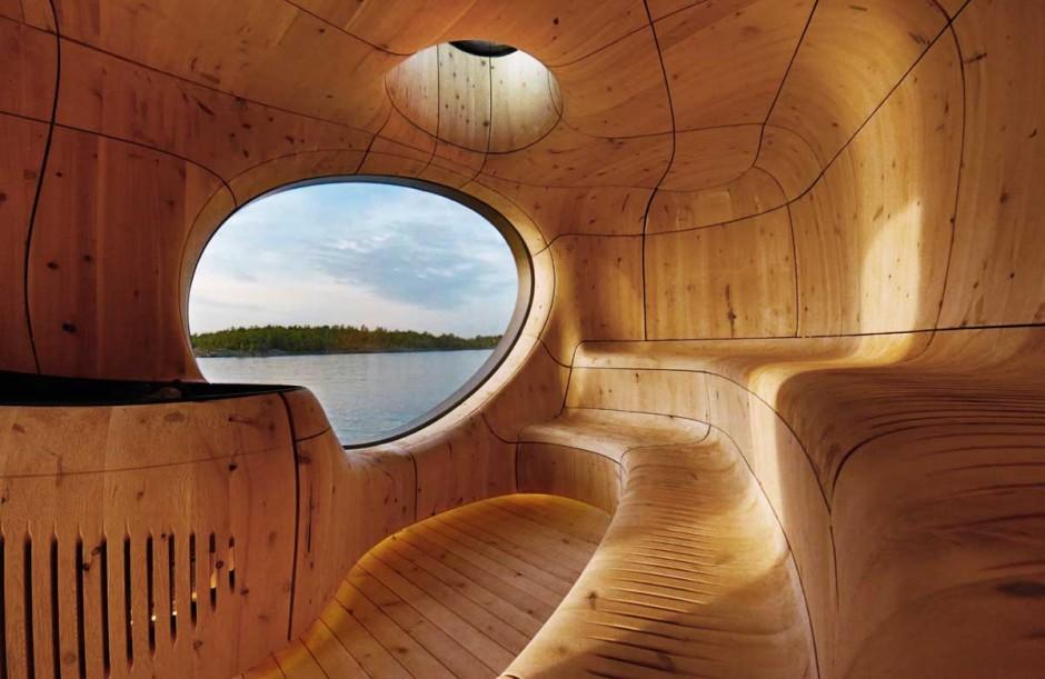 4. Внутри вы найдете гладкие и современные деревянные панели, которые делают интерьер сауны похожим на пещеру или грот.