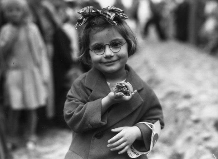 11. Маленькая девочка и лягушка, 1936.