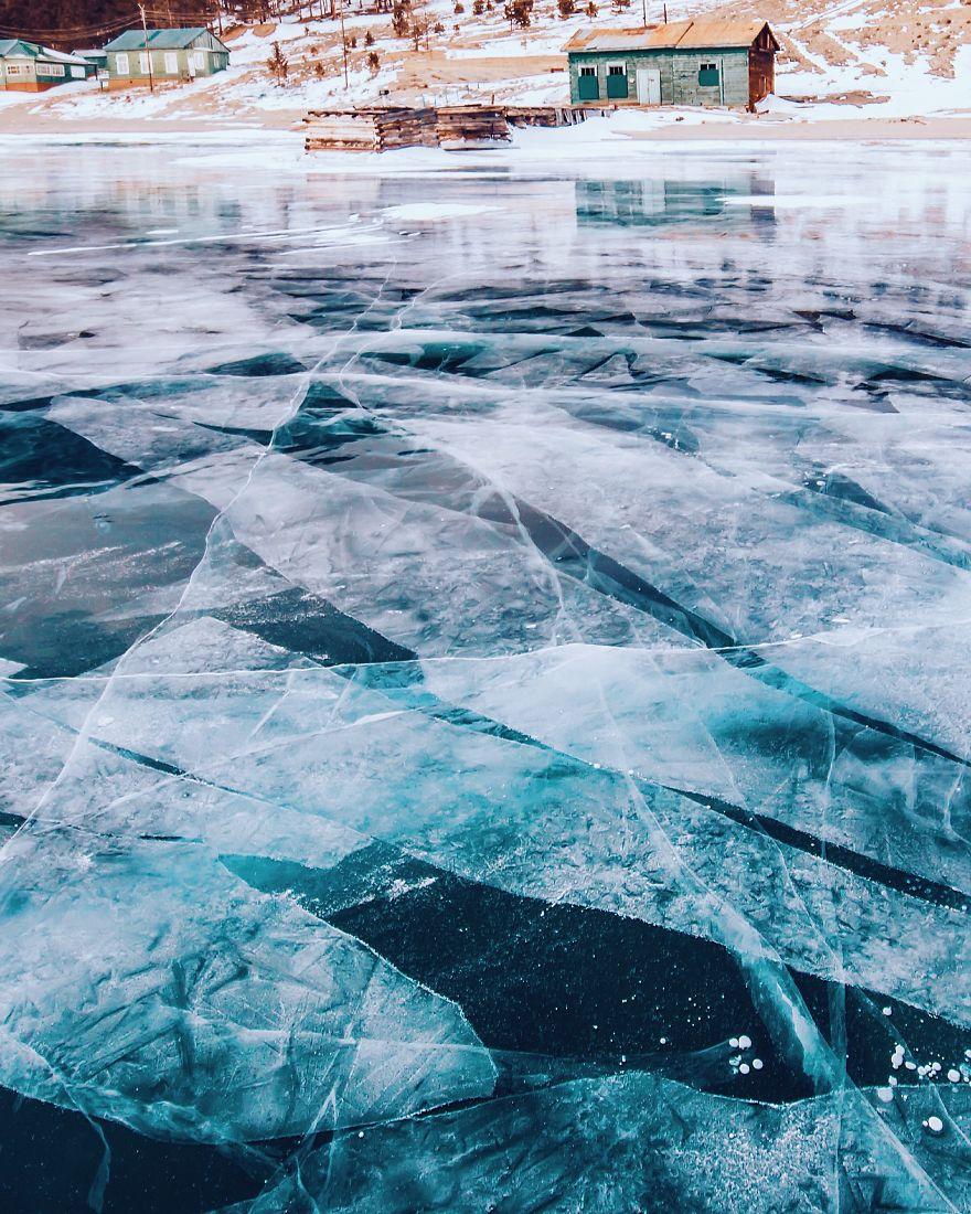 10. Лед на Байкале – самый прозрачный в мире. И это действительно так.