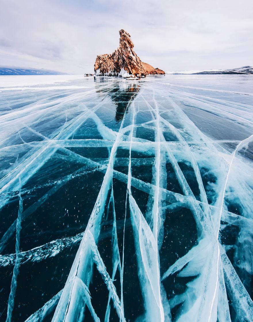 2. Это самое глубокое и чистое озеро на Земле.